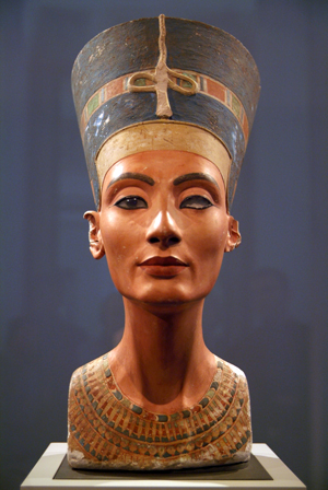 Nefertiti_(Nofretete_in_Berlin)