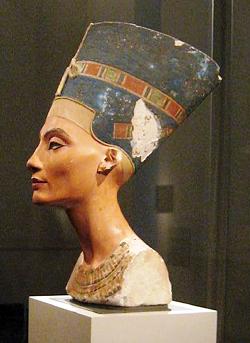 Nefertiti_bust_atles